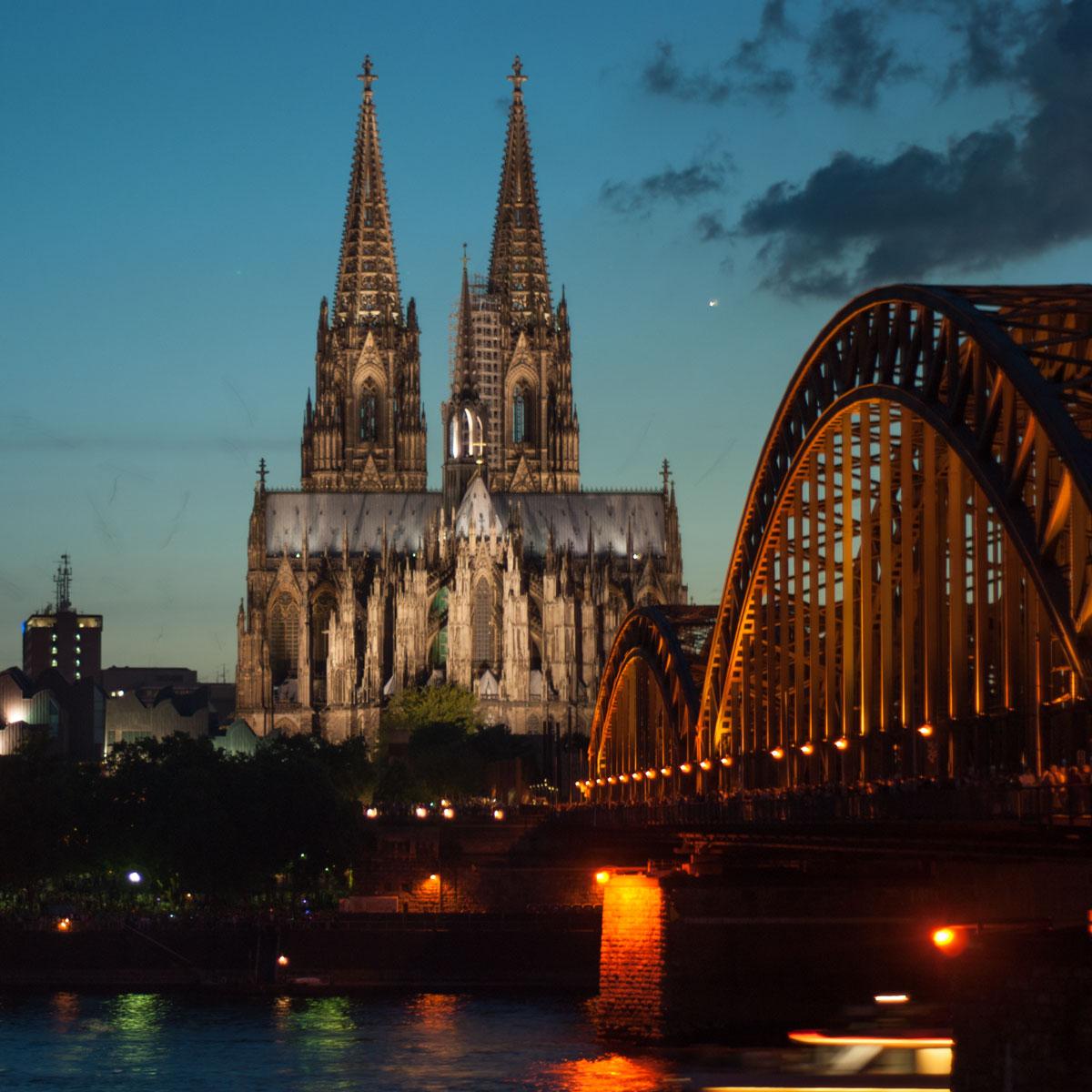 Dom-Blick Blaue Stunde Deuter Ufer